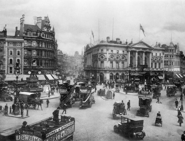evolucion-publicidad-edificios-london-piccadilly-1918