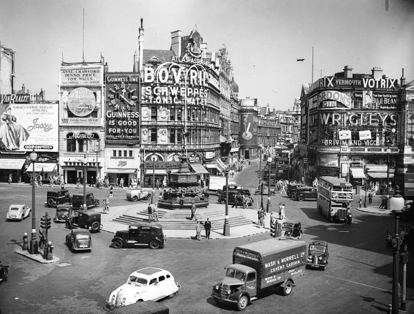 evolucion-publicidad-edificios-london-piccadilly-1947