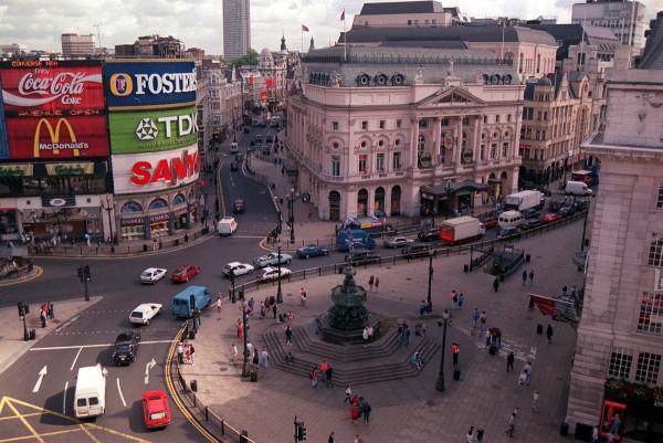 evolucion-publicidad-edificios-london-piccadilly-1993