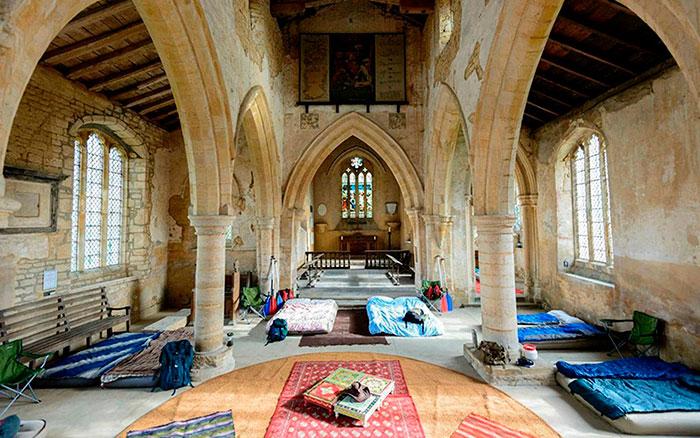 Vacaciones diferentes originales champing dormir iglesia