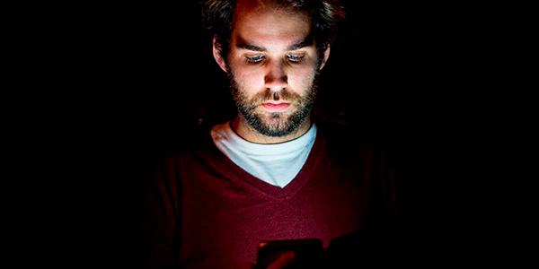 cómo activar modo oscuro instagram whatsapp qué es